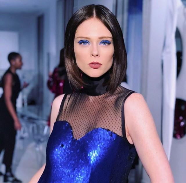 Coco Rocha: a diretora e modelo da Global Model & Talent Management Company apostou nas sombras azuis a combinar com o vestido Greta Constantine.